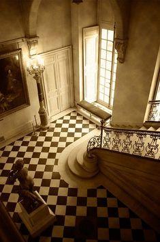Beautiful foyer #foyer #wainscoting #design #craftsman explore wainscotingamerica.com