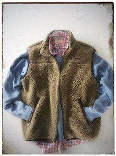 One of my favorite pieces by far. Super warm, fitted, in camel-beige. The vest is in excellent condition. The perfect winter fleece vest. Layer it under a coat or wear it over a chunky sweater. This is a winter wardrobes must have. Mesh pockets. Berber fleece shell with berber fleece-lined collar. A great find.As per our Mile 0® policy, we will issue RECs (Renewable Energy Credits) to offset the environmental impact of shipment, based on the location of the buyer. #mile0 #hyperlocal | Shop…