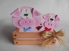 Resultado de imagen para centro de mesa fazendinha Pig Crafts, Foam Crafts, Crafts To Sell, Diy And Crafts, Cowboy Birthday, Farm Birthday, Pig Baby Shower, Cowboy Theme, Cowboy Party