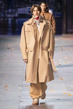 Défilé Louis Vuitton automne-hiver 2019-2020 Homme - Madame Figaro Louis Vuitton Homme, Fashion Week Hommes, Madame, Autumn Fashion, Figaro, Coat, Womens Fashion, Jackets, Paris