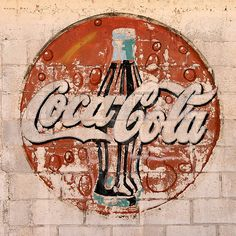 As one of the most recognizable and valuable brands in the world, it's no surprise that some photographers enjoy taking pictures of Coca-Cola. Coca Cola Pictures, Stencil, Coca Cola Vintage, Best Soda, Themes App, World Of Coca Cola, Carbonated Drinks, Soda Fountain, Dr Pepper