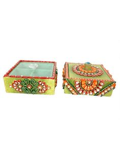 Handmade Paper Mache Covered Box with Transparent Fibre lid and 4 counters