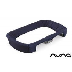 La table à #langer #amovible Nuna est idéale lorsque vous partez en voyage. Très pratique, celle-ci s'adapte sur le lit pliant Sena. #tableàlangeramoviblenuna #sena #tableàlanger