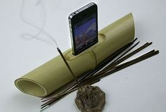 iBamboo: A speaker made from a length of bamboo which naturally resonates and amplifies the sound produced by your iPhone 4. #iBamboo #iPhone_4 #Speaker