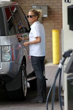 Sarah Harding plays it cool as she fills up her Range Rover at a gas station somewhere outside of London.