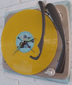 Recordplayer turned in to a clock and boy its fun to watch time passing by now :-)