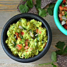 Get your chips ready for the best guacamole recipes including the classic avocado dip or even a spicy mango version. Dip Recipes, Mexican Food Recipes, Vegan Recipes, Cooking Recipes, Ethnic Recipes, Avocado Recipes, Free Recipes, Yummy Appetizers, Eating Clean