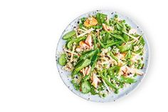 Quinoa, pea, apple, mint and salmon salad Low Calorie Lunches, Calorie Diet, Healthy Zucchini Fritters, Healthy Rice, Healthy Summer, Salmon Salad Recipes, Pumpkin Salad, Midweek Meals, Weeknight Dinners