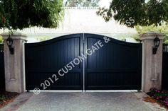 custom wooden driveway gate 51
