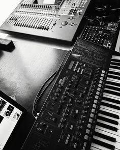 いいね!219件、コメント0件 ― 𝕃𝔼𝕆 𝕊𝔸𝕋𝕆(@etudellp)のInstagramアカウント: 「Tidy up☕ #piano#leosato #佐藤礼央 #composer#atelier #japan # #2019 #etudellp #recording #movie…」