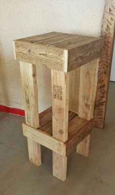 It is also a product from the well conditioned pallets which is shown in this picture and it is a beautiful wooden pallet bar stool that peoples commonly used in the houses for sitting. It is a very simple wooden pallet project for you that you can easily understand it and you can make it in your home easily with using the different tips and tricks which you can get on our site and on the other pallet websites.