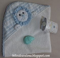 Risultati immagini per aplique toallas bebes Love Sewing, Sewing For Kids, Baby Sewing, Hobbies And Crafts, Diy And Crafts, Baby Towel, Baby Crib Bedding, Baby Decor, Baby Bibs