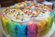 Easter - What to do with all those Peeps? Look at this Fun Peep Cake for Easter Dessert! Holiday Desserts, Holiday Treats, Just Desserts, Holiday Recipes, Delicious Desserts, Easter Deserts, Easter Peeps, Easter Treats, Easter Cake