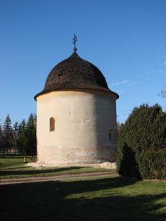 Slovakia, Bíňa, Rotunda 12 apoštolov, foto : E. Sabadošová