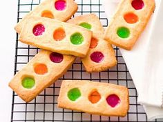 I'd make these traffic light cookies on sticks...