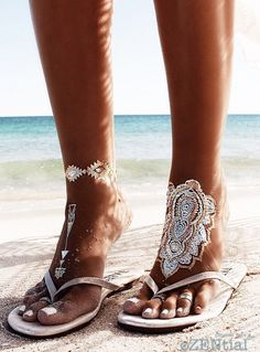 Get beach essentials & jewelries for a polished beach look. Discover necklaces, bracelets, sunglasses, hats, bags & travel accessories for that haute couture look Bohemian Lifestyle, Bohemian Gypsy, Hippie Chic, Hippie Style, Bohemian Style, Boho Chic, My Style, Vans Boots, Haute Couture Looks