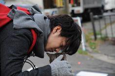 「世界から猫が消えたなら」佐藤健と猫の2ショットなど新写真が公開(画像 2/33) - 映画ナタリー