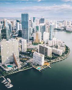 Miami - These Stunning Skylines Are A City Lover's Dream - Photos South Beach Florida, Miami Florida, Florida Beaches, North Beach, Miami Heat, Fort Lauderdale, Best Hotels In Miami, Miami Skyline, Vacation Destinations