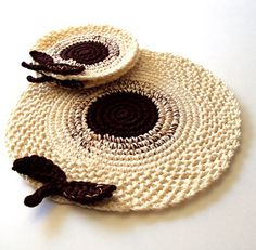 Fuente: http://abasketofhearts.blogspot.com.es/2011/09/traditional-crochet-with-twist-of.html