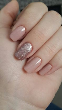 Semi-permanent varnish, false nails, patches: which manicure to choose? - My Nails Stylish Nails, Trendy Nails, Perfect Nails, Gorgeous Nails, Nude Nails, My Nails, Pointy Nails, Neutral Nails, Dipped Nails