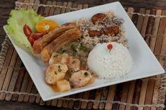 Peixada Cuiabana (Ventrecha de Pacu e Mojica de Pintado, acompanhado de salada, arroz branco e farofa de banana)