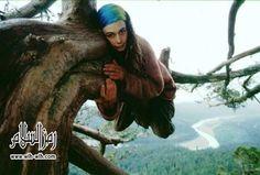صور امرأة انقذت شجرة بالعيش فوقها عامين ، صور غريبة