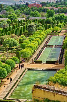 The stunning gardens of Alcázar de los Reyes Christianos -- Cordoba, Spain