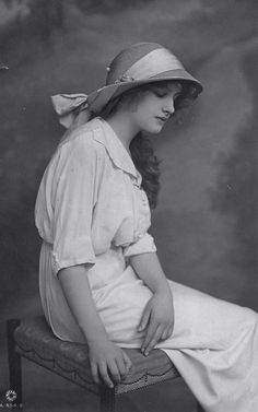 vintage everyday: 45 Charming Vintage Portrait Snapshots of Teen Girls in the 1910s