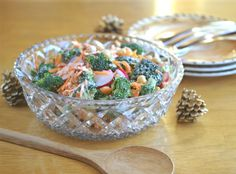 Broccoli Salad with Creamy Mustard Dressing takes the classic and recreates it in a healthier way! Healthy Holiday Recipes, Vegetarian Recipes Dinner, Heart Healthy Recipes, Vegan Recipes Easy, Raw Food Recipes, Healthy Snacks, Dinner Recipes, Banting Recipes, Vegan Dinners