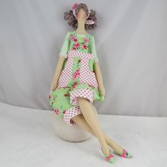 Muñeca Tilda  Peto verde floral por Therubyrange en Etsy, £27,00