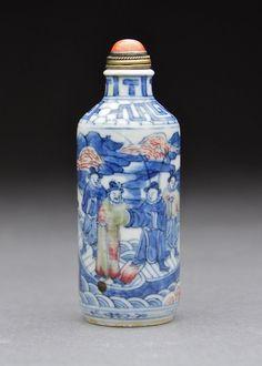 An Underglaze 3 Colour Porcelain Snuff Bottle