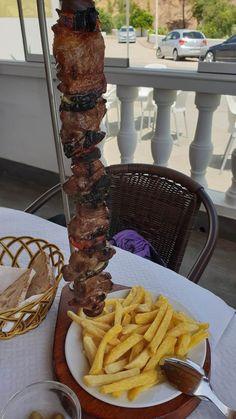 Espetada na Casa dos Presuntos - Algarve - Portugal © Viaje Comigo Algarve, Churros, Tapas, Brunch, Meat, Dining, Healthy, Foodies, Kabobs