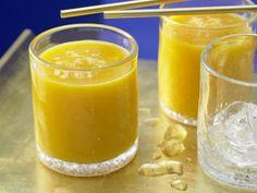 Lecker - fruchtiger Tropentraum mit extra vielen Vitaminen: Papaya-Mango-Shake - smarter - mit Apfelsaft. Kalorien: 230 Kcal | Zeit: 15 Min. #drink #sommer #papaya