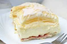 Himmlische Cremeschnitten Heavenly cream slices are a dreamy pleasure, for ambitious hobby chefs her Baking Recipes, Cake Recipes, Dessert Recipes, Food Cakes, German Baking, Austrian Recipes, Sweet Bakery, Cakes And More, Cake Cookies