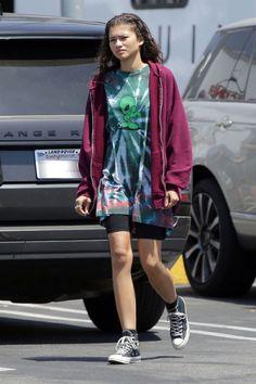 Zendaya on set in Los Angeles, CA - June 2018 Estilo Zendaya, Mode Zendaya, Zendaya Outfits, Zendaya Style, Euphoria Clothing, Euphoria Fashion, Zendaya Coleman, Summer Outfits, Casual Outfits