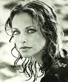 a very young and beautiful Sydne Rome Most Beautiful Faces, Beautiful People, Beautiful Women, Sydne Rome, Rome Pictures, Divas, Look Into My Eyes, Female Actresses, Edward Weston