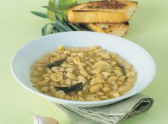 maremmana soup: white beans, farmer bread and sage, tuscany, Italy