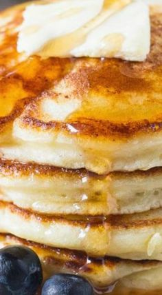 These fluffy ricotta pancakes have a delicious creamy flavor and the ultimate fluffy texture. The batter is thick, so you get perfectly tall pancakes stacks Best Breakfast, Breakfast Recipes, Pancake Recipes, Breakfast Ideas, Lemon Ricotta Pancakes, Crepes, Pancakes And Waffles, Tasty Pancakes, Savoury Cake