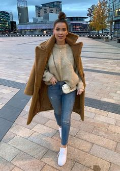 winter outfits new york Teddy coat and sweater - winteroutfits Cute Fall Outfits, Winter Fashion Outfits, Fall Winter Outfits, Trendy Outfits, Fashion Clothes, Summer Outfits, Girly Outfits, Style Clothes, Winter Clothes