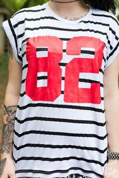 Camisetão, viscolinho. Composição t-shirt: 96% viscose - 4%elastano.Modelo veste P.Confira as m...