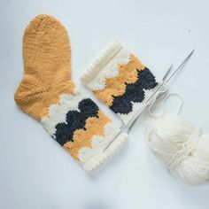 Knitting Socks, Baby Knitting, Yarn Crafts, Sewing Crafts, Xmas Elf, Textiles, Diy Crochet, Handicraft, Knitting Patterns