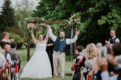 wedding couple photos - wedding decorations - wedding ceremony decorations - wedding arch #rusticweddinginspiration