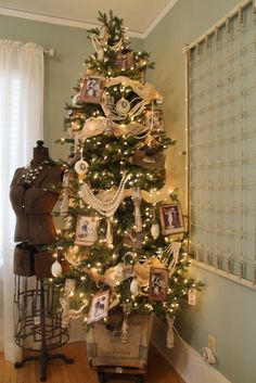 Need to find the space for a tree in the bedroom! Great feminine touches on this Victorian themed tree.