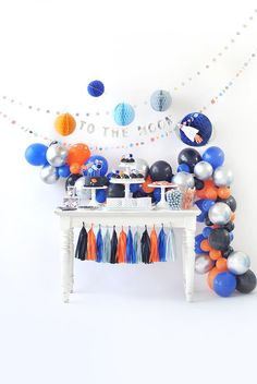 Get ready for galaxy party balloon decoration ideas that would leave your speechless. Filled with colors and a theme of galaxy balloon joyrides, you do not want to miss these ideas for your next galaxy-themed birthday party decorations. Pet Shop Boys, Balloon Decorations Party, Birthday Party Decorations, Astronaut Party, Outer Space Party, Happy Wishes, Baby Shower, First Birthday Parties, 3rd Birthday