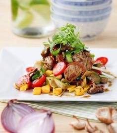 Lukewarm Thai Beef Salad with Mango & Roasted Shiitake Mushrooms Thai Beef Salad, White Balsamic Vinegar, Beef Sirloin, Mango Salad, Cherry Tomatoes, Cooking Time, Meat Recipes, Roast, Stuffed Mushrooms