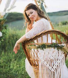 Vannak jeles napok, amelyekre életünk végéig emlékszünk és emlékezni szeretnénk.💞 Az esküvői kreatív fotózás történetet mesél el képekben, meghitt érzéseket és részleteket örökít meg, őriz meg számunkra. Egy tökéletes romantikus helyszín, az odaillő esküvői dekoráció, egy profi kreatív csapat és egy gyakorlott fotós lencséjén keresztül emlékőrzővé válik.📸🤗 A csodás pillanatok képekbe zárásához kérték segítségül esküvői dekorációinkat. Íme a fotók, amelyek önmagukért beszélnek.💍💑… Macrame Patterns, Handmade Home, Outdoor Furniture, Outdoor Decor, Decoration, Home Decor, Decor, Decoration Home, Room Decor