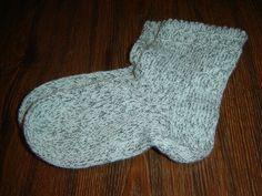 ručně pletené ponožky s krajkovým vzorem pro chladné dny i noci