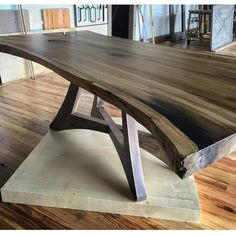 Live edge or slab table inspiration. Unique acute angle base - My Easy Woodworking Plans Woodworking Furniture, Diy Furniture, Modern Furniture, Furniture Design, Woodworking Projects, Reclaimed Furniture, Furniture Plans, Wood Projects, Woodworking Plans