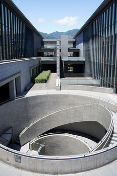 Hyogo Prefectural Museum of Art. Image via Wikimedia Commons