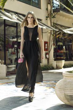 Arts by ofertasenmiami presenta a la modelo Giuli Domaniczky con Vestdos de noche